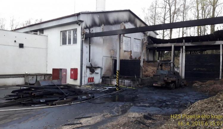 FOTO: V Plané nad ránem hořela kotelna. Škoda je přes milion korun