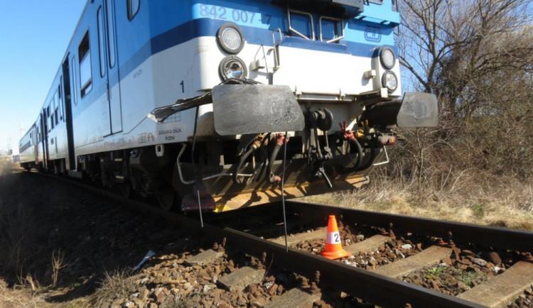 Vlak na Klatovsku usmrtil člověka, nehoda zastavila dopravu