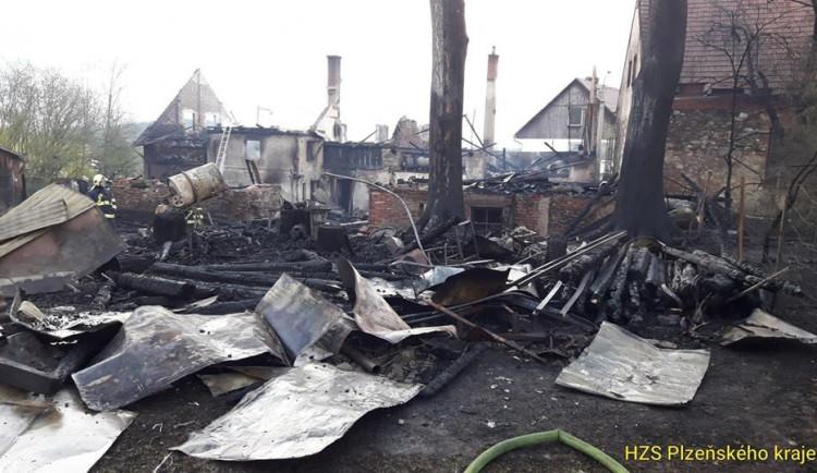 FOTO: Požár rodinného domu v Hlavňovicích napáchal škodu za více než milion