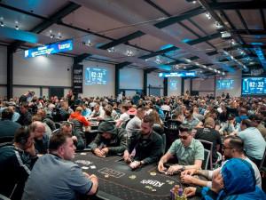Pokerové šílenství. Do Rozvadova přijelo šest a půl tisíce hráčů, hrálo se o patnáct milionů