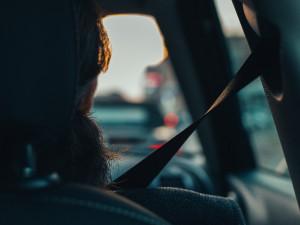 VIDEO: Téměř třetina usmrcených při autonehodách nebyla připoutána