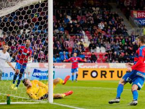 Plzeň doma deklasovala Spartu 4:0 a udržela naději na titul
