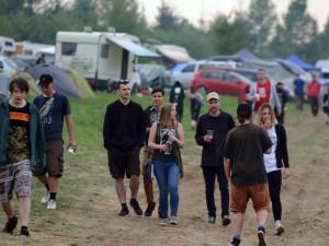 Na technoparty u Čížkova přijelo asi 2 tisíc lidí