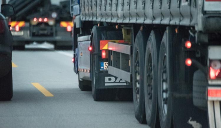 TÉMA: Po zpoplatnění cest I. třídy čekají obce u hranic nárůst dopravy
