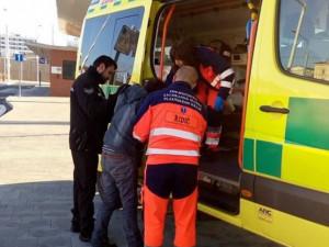 Silně opilá žena před autobusákem nemohla stát, ani mluvit. Zaměstnala strážníky i záchranáře