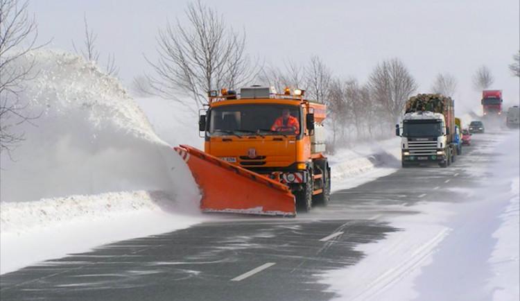Silničáři v Plzeňském kraji zahájili nonstop provoz zimní údržby