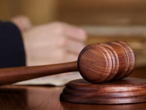 Soud zprostil obžaloby muže žalovaného za agresivní jízdu autem