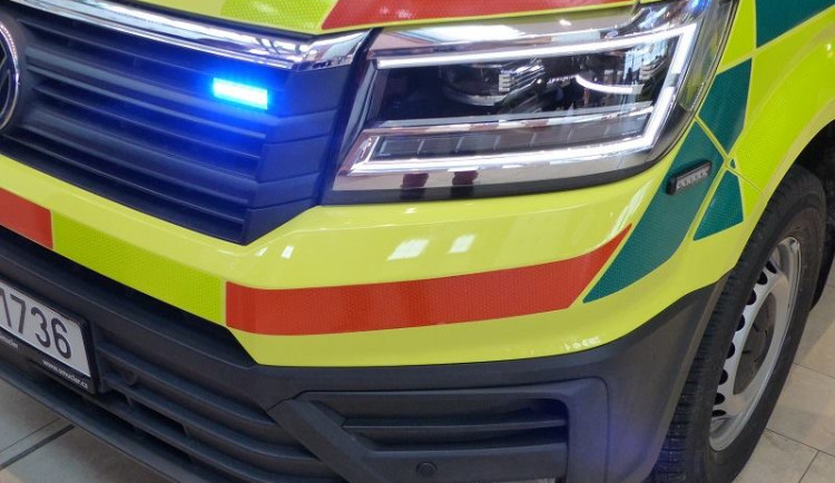 Při havárii auta u Nepomuku zahynul muž, dvě děti jsou zraněné