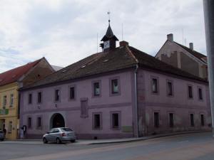 Staňkov opravil starou radnici pro knihovnu i pro seniory