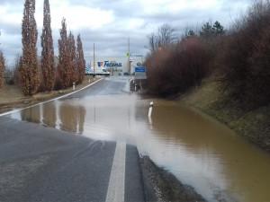Havárie vodovodního řadu v Plzni omezila provoz na okraji města