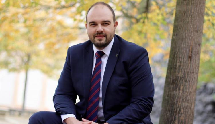 Předsedou Pirátů v Plzeňském kraji je opět poslanec Lukáš Bartoň