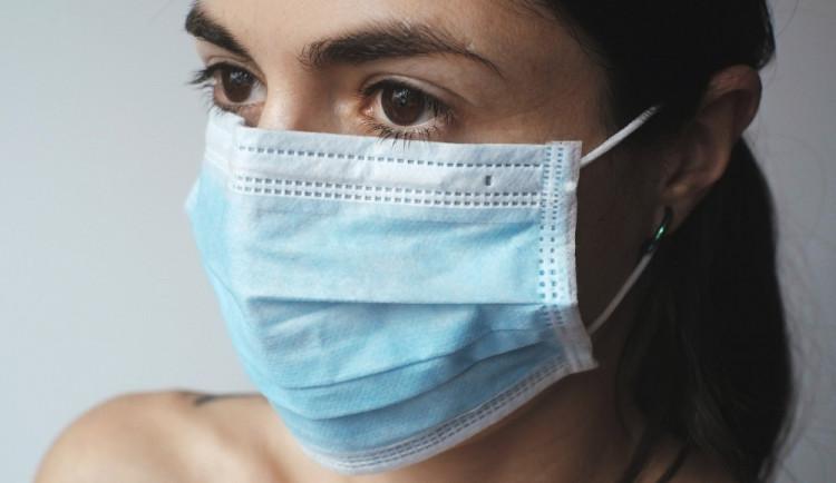 První pozitivní test na koronavirus hlásí i Plzeňský kraj