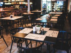Restaurace zejí prázdnotou, jejich zaměstnanci se registrují na pracáku