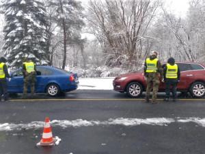Policisté na česko-německé hranici odepřeli vjezd do ČR 25 vozidlům, vyjet nemohlo 18