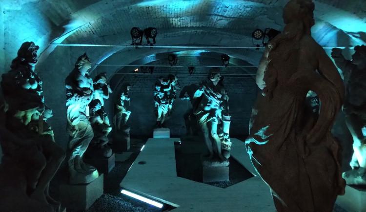 Braunovy sochy se vrátily na zámek Valeč. Návštěvníci je uvidí v netradiční expozici