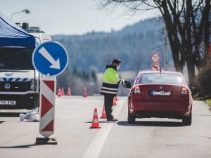 Vláda v úterý otevře přechody s Německem a Rakouskem, končí plošné kontroly