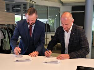 Indiáni mohou být zase o něco klidnější, klub uzavřel na pět let partnerství s Autocentrum Jan Šmucler