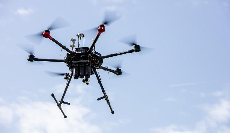 Majitele dronů čekají nová pravidla provozu a povinná registrace až od příštího roku