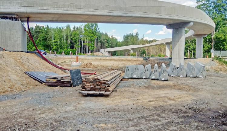 Nová lávka u Kamenného rybníka má konstrukční vady, otevření se odkládá na neurčito