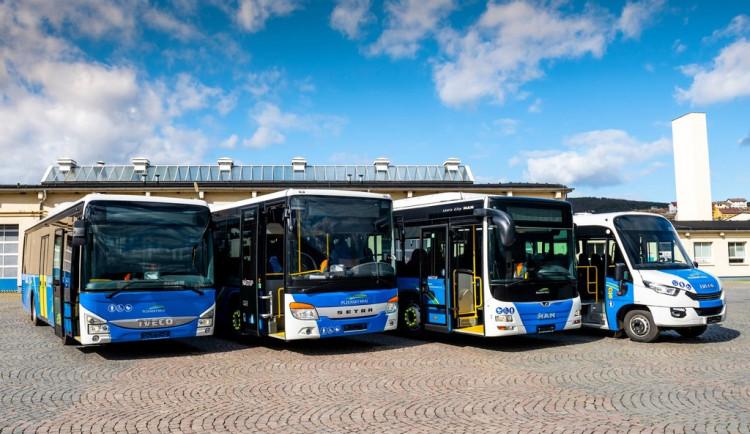 Nový autobusový přepravce zahájí zkušební provoz v kraji za dva týdny, ČSAD střídá Arriva