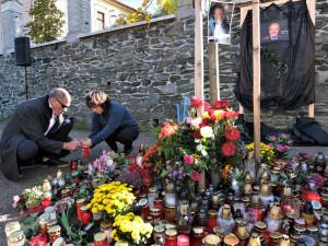 Na Karla Gotta vzpomínají i ve vesničce, kam se stále rád vracel. Dnes by oslavil 81. narozeniny