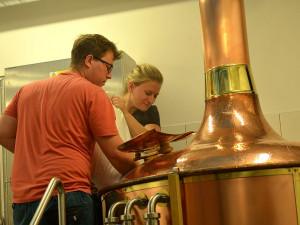 Po pauze trvající čtvrt století se v opět vaří pivo v domažlickém městském pivovaru