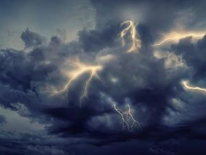 V neděli přijdou silné bouřky a přívalové deště, místy mohou padat i kroupy