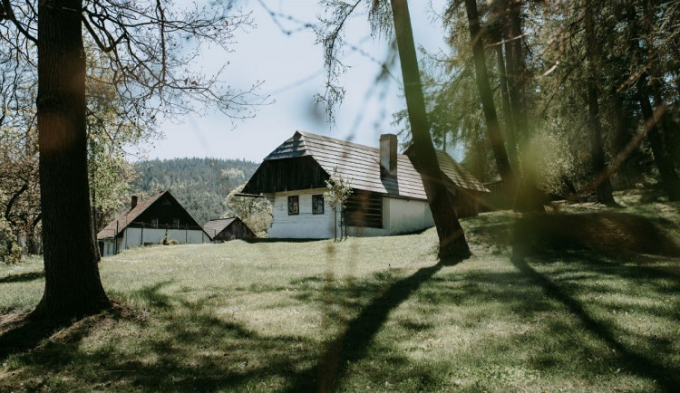 Pohádka z pera Zdeňka Svěráka se natáčela ve Velharticích nebo Kladrubech