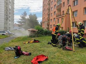 Záchrana osob ze stísněných prostor, hasiči trénovali v netradičním prostředí