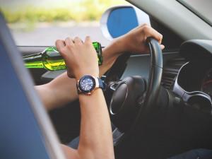 Opilec bez řidičáku způsobil nehodu protijedoucího vozu, v krvi měl přes tři promile