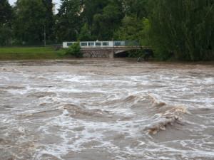 Na první stupeň povodňové aktivity vystoupala v důsledku lijáků Otava v Sušici