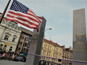 Ministr zahraničí USA Mike Pompeo navštíví Plzeň 11. srpna. U pomníku Díky, Ameriko! si připomene 75. výročí osvobození