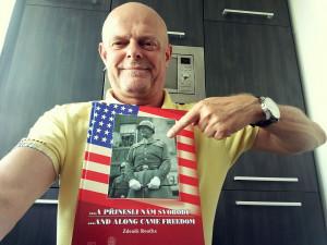 Bývalý tankista Mike Pompeo si z Plzně odvážel knihu místního autora, kterou právě on určitě ocení