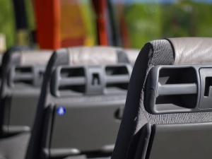 Polovině zájezdových dopravců hrozí krach, krize potrvá do jara