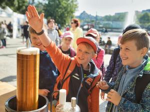 Dny vědy a techniky už patnáct let u dětí i studentů dokazují, že věda je zábavná