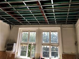 Škole v Liticích se díky investici města Plzně podařilo odstranit havarijní stav stropů