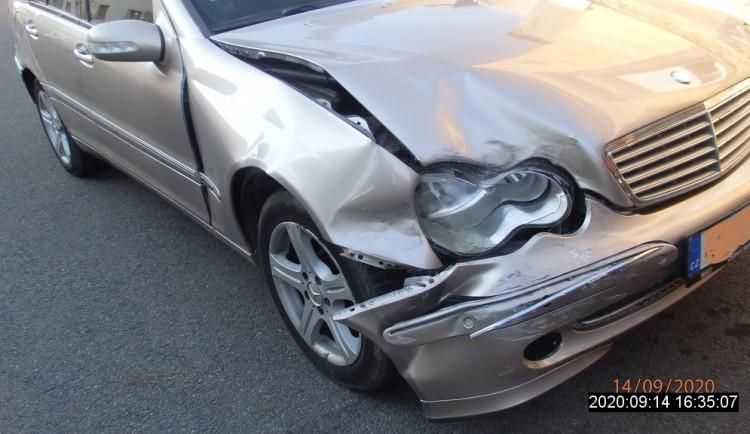 Řidička Mercedesu měla v krvi téměř čtyři promile alkoholu, nabourala dvě další auta