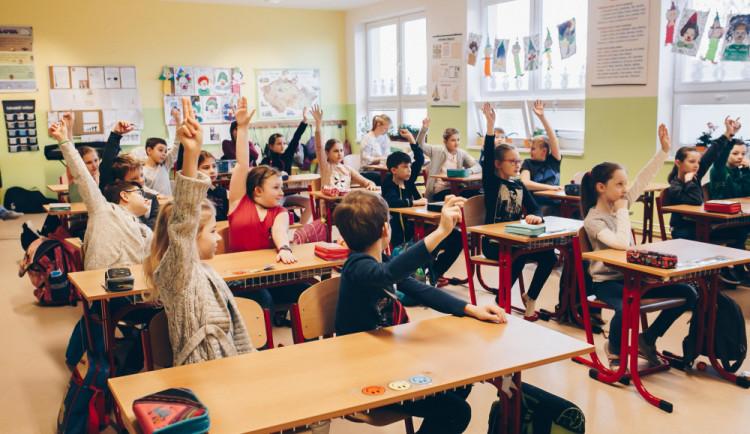 Na dálkovou výuku žáků ZŠ jsou školy v Plzni v případě potřeby připraveny lépe než na jaře