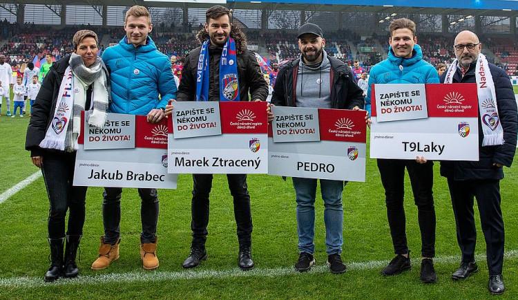 Přesně 100 tisíc dobrovolníků už má Český národní registr dárců dřeně