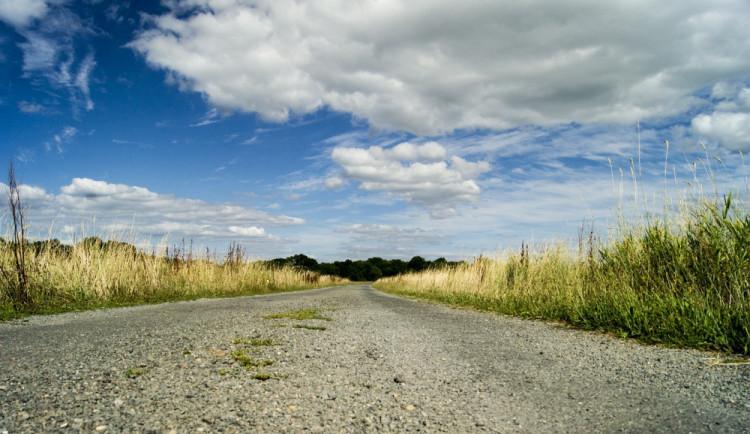 POČASÍ NA NEDĚLI: Modrá obloha, sem tam mrak. Teploty až kolem jednadvacítky