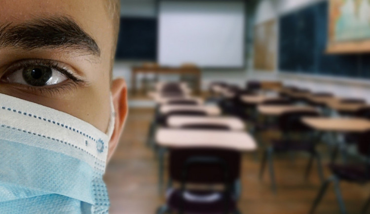 Krizový tým pro vzdělávání kvůli zmatkům s vyhlášením ředitelského volna chce zřídit primátora poslanec Martin Baxa