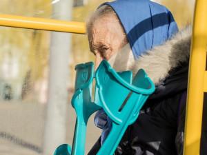Česká pošta zveřejnila, jak mají lidé prověřit doručené roušky