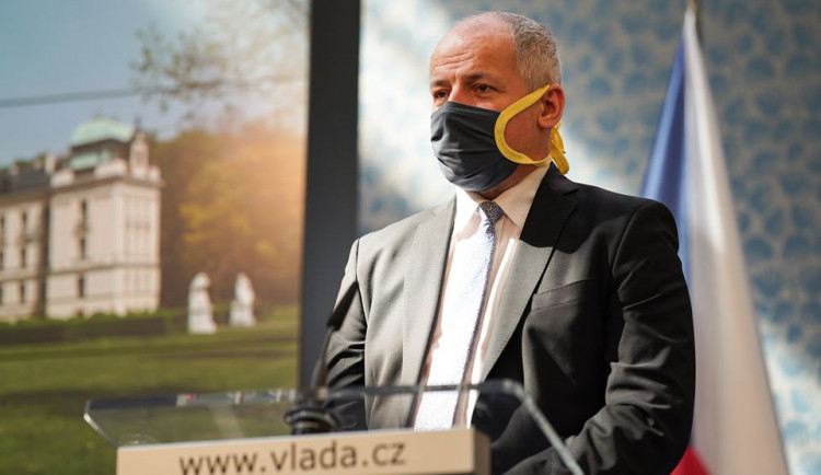 Nouzový stav má být vyhlášen od pondělí, prozradil dnes ministr Prymula