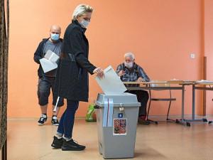 VOLBY 2020: VOLBY 2020: Dnes je druhý volební den, jasno o vítězích by mohlo být v průběhu odpoledne