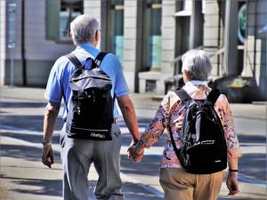 Neseriózní obchodníci cílí na seniory i během pandemie