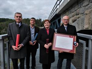 Železniční most v Pňovanech a zavěšená lávka pro pěší i cyklisty má Cenu Patria Nostra