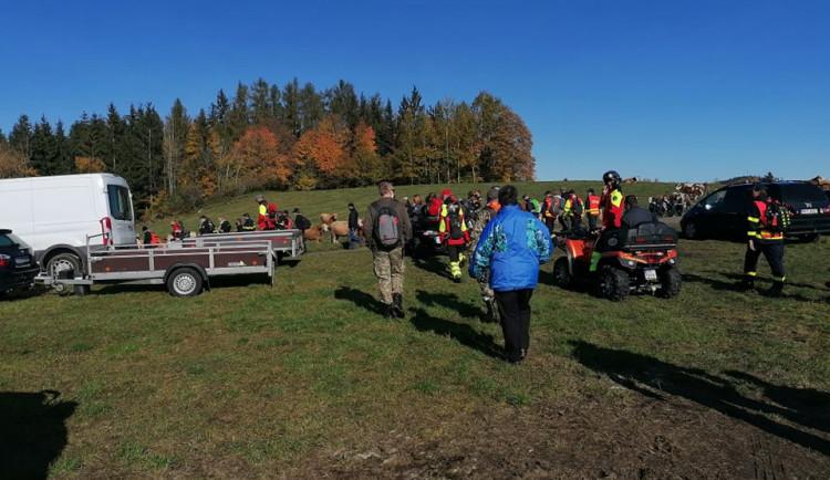 """Ztraceného """"dědu"""" hledalo na Šumavě 105 dobrovolníků, ani tentokrát nebylo pátrání úspěšné"""
