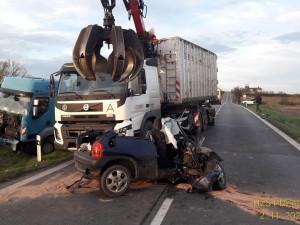 Složky IZS zasahovaly odpoledne u dvou vážných nehod, při jedné zemřel řidič osobáku