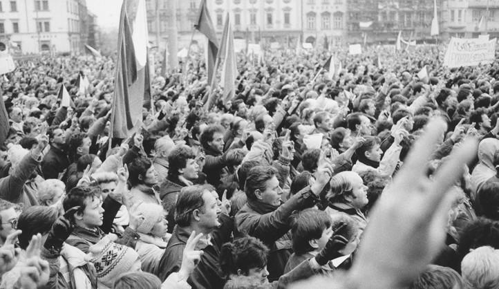 Také v Plzni odstartovali Sametovou revoluci studenti a herci, připojili se i škodováci