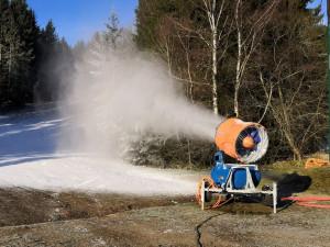 Děla už jsou v provozu, šumavský Ski&Bike Špičák začal se zasněžováním sjezdovek